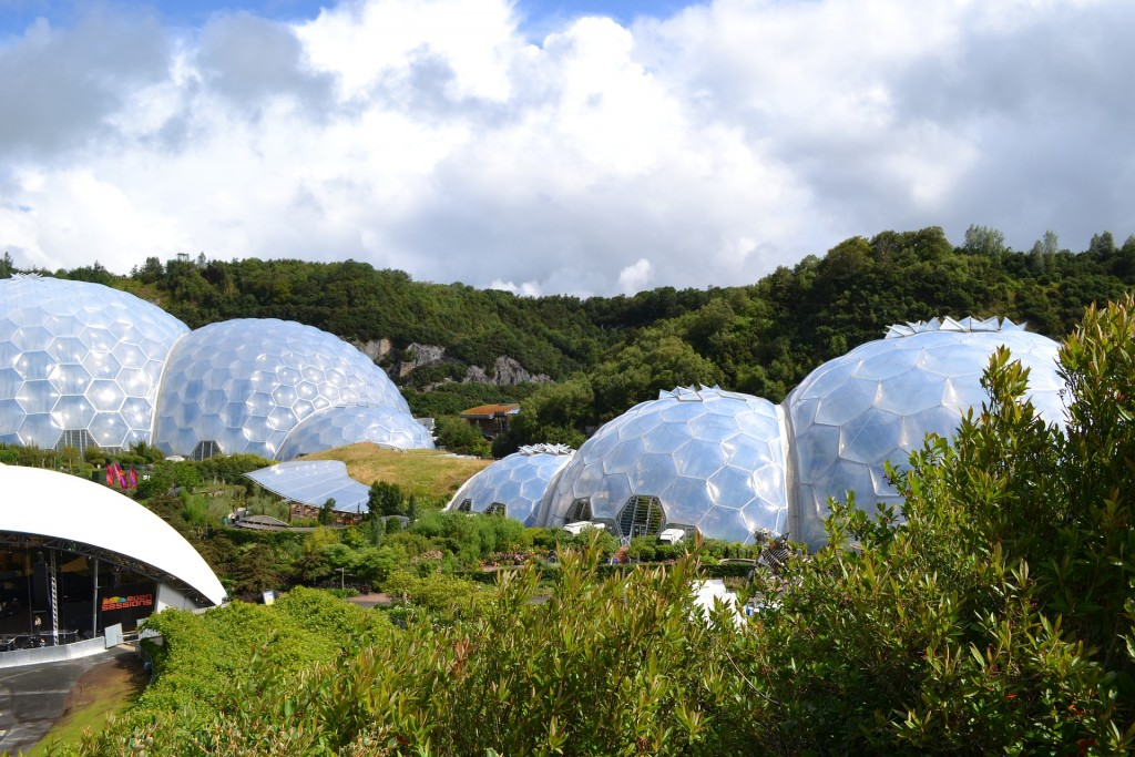 The biomes at The Eden Project ©pixabay