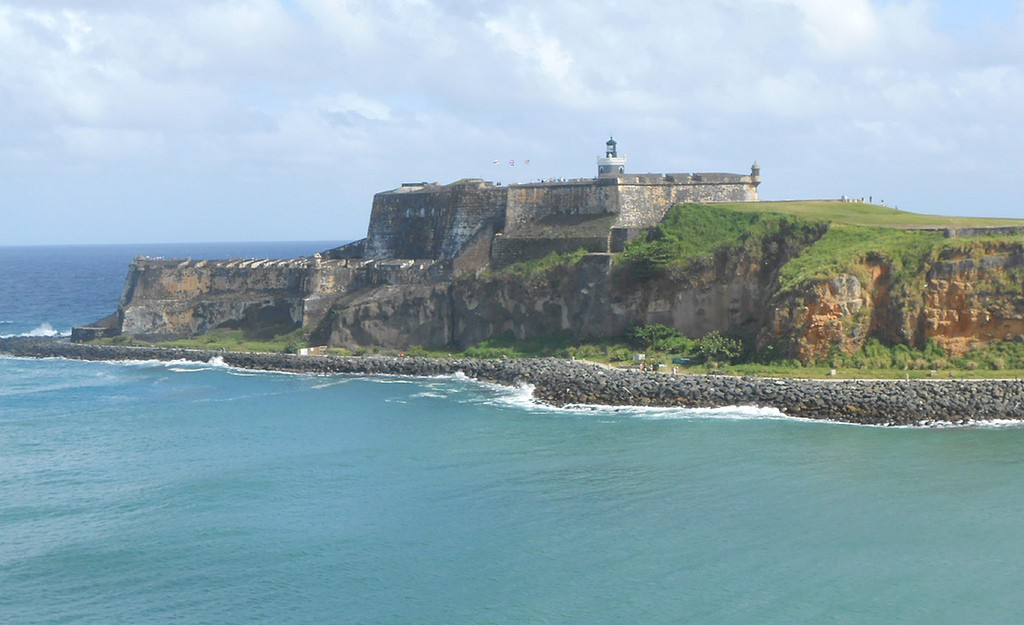 View of El Morro and trail from the ocean | © Roger W/ Flickr