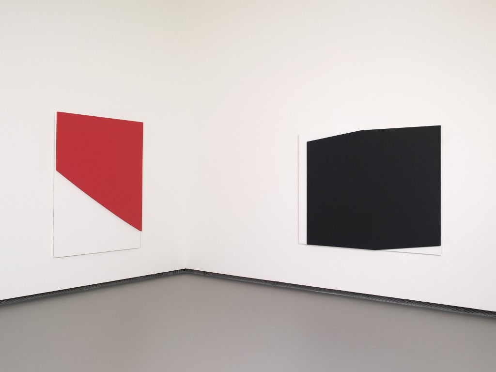 Ellsworth Kelly – Red Curve in Relief, at the Fondation Louis Vuitton │© 準建築人手札網站 Forgemind ArchiMedia / Flickr