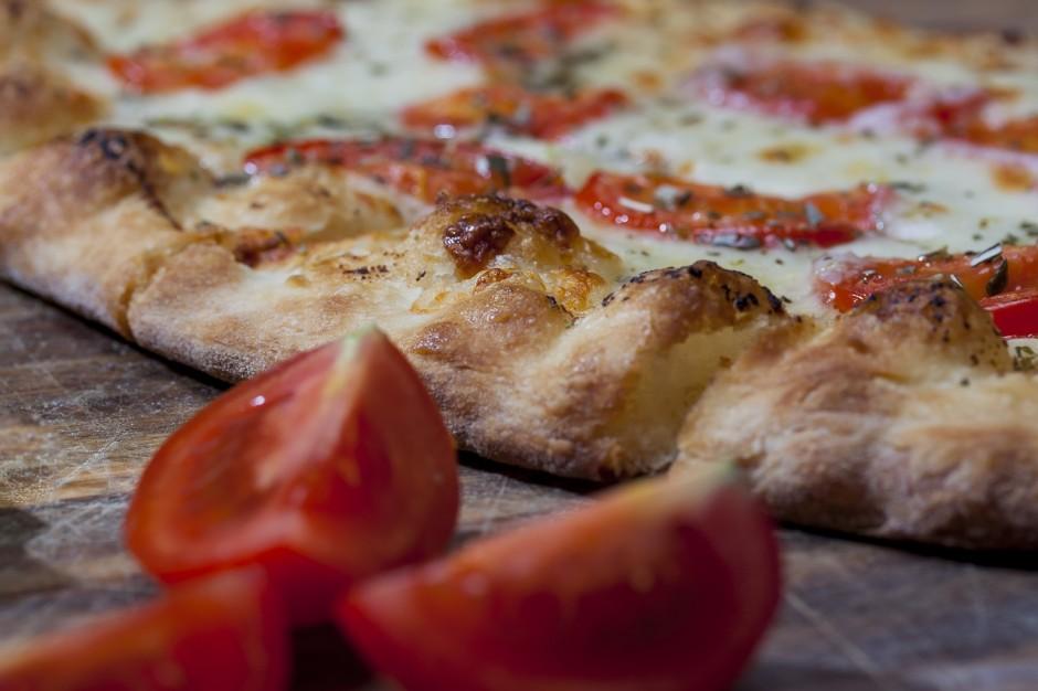 A thin-base pizza CC0 Pixabay