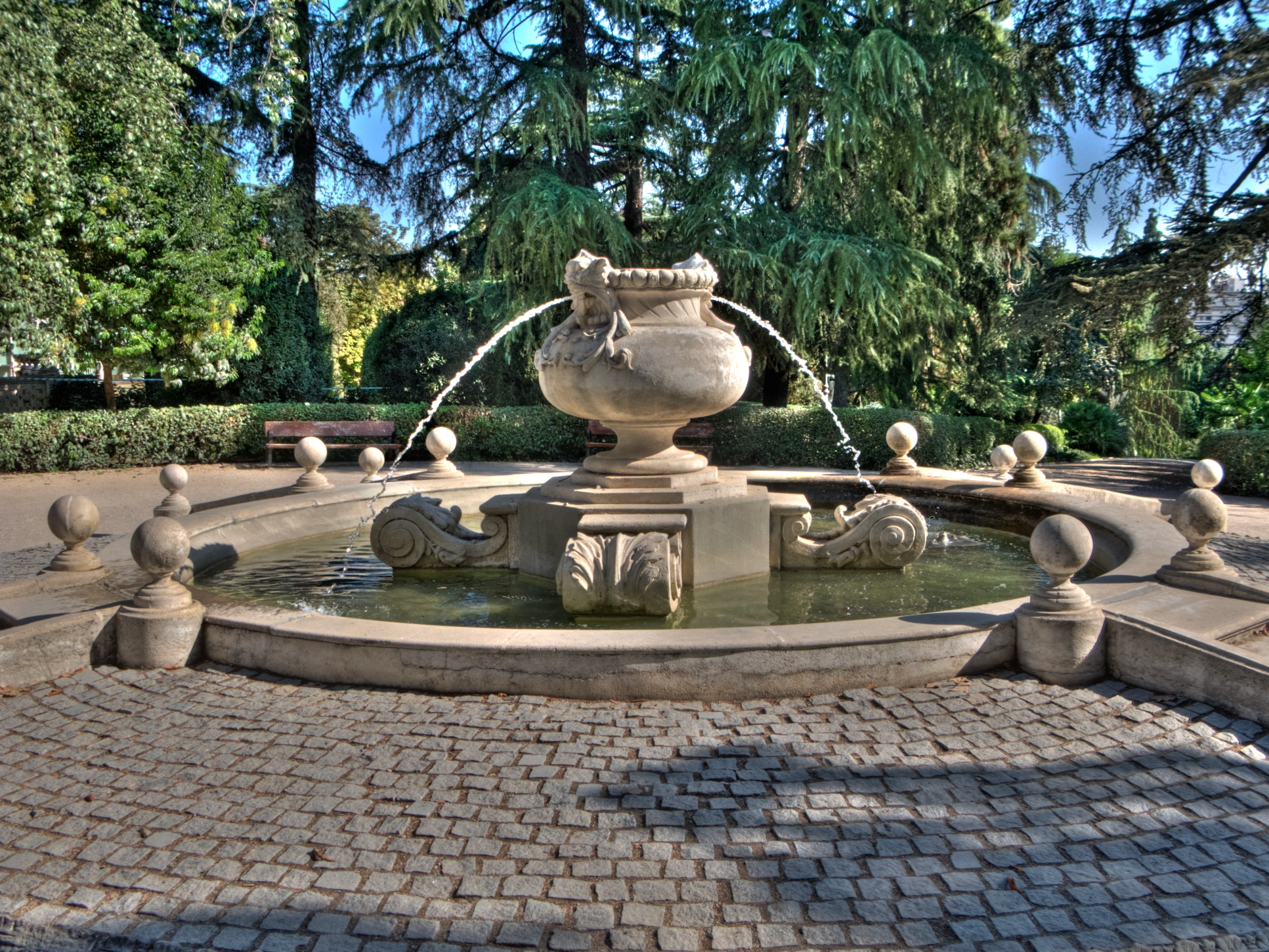 The 10 most beautiful parks and gardens in madrid for Piscina fuente del berro