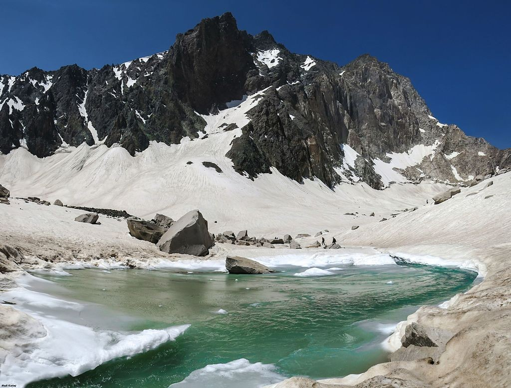 Glacial Lake in Alam Kuh | © Hadi Karimi / Wikimedia Commons
