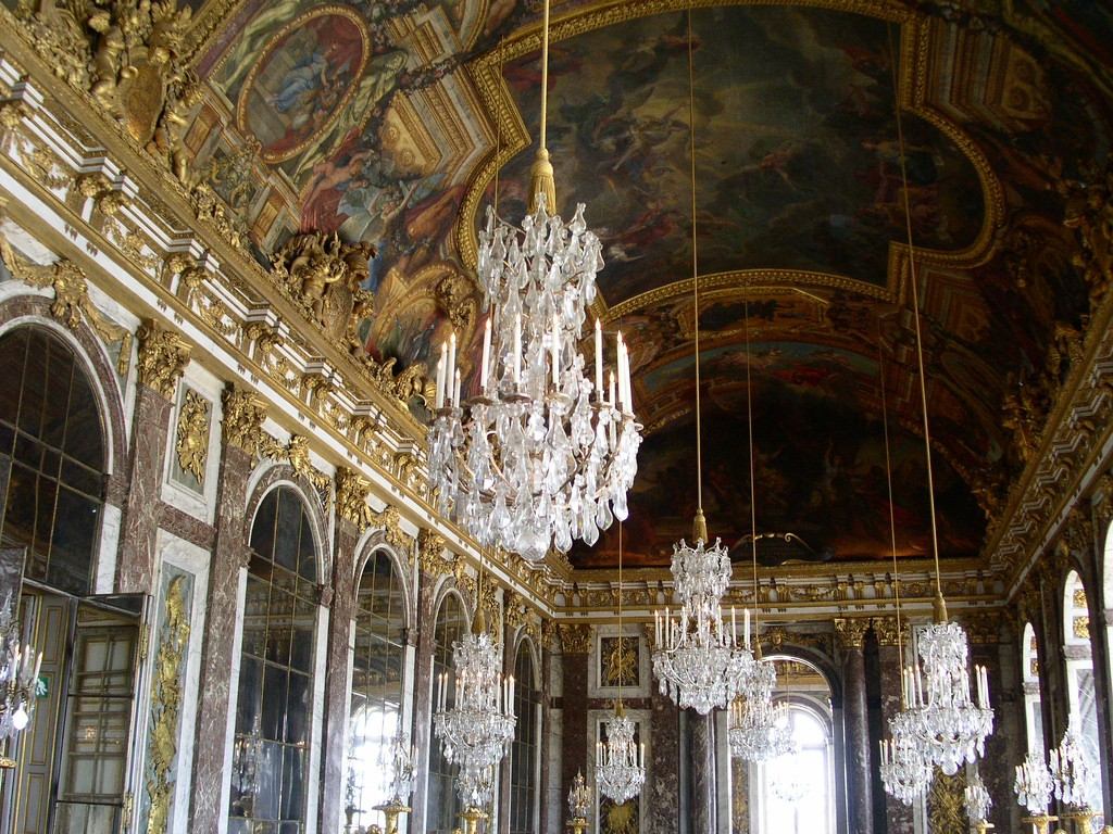 This golden hall in Teatro Colon was patterned after rooms like this one in Versaille   © Buggolo / Flickr