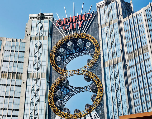 Golden Reel Figure-8 Ferris Wheel at Studio City | courtesy of Melco Crown