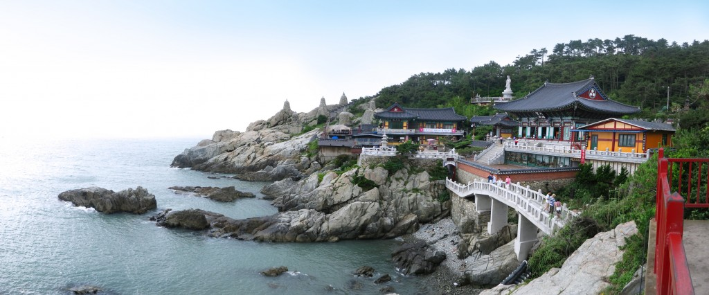 Haedong Yonggungsa Temple in Busan | © midnight.here