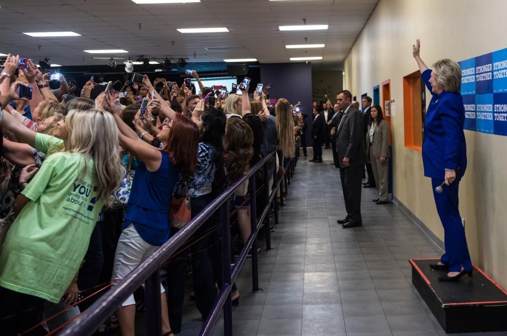 Hillary Clinton Group Selfie | © Barbara Kinney/Hillary for America