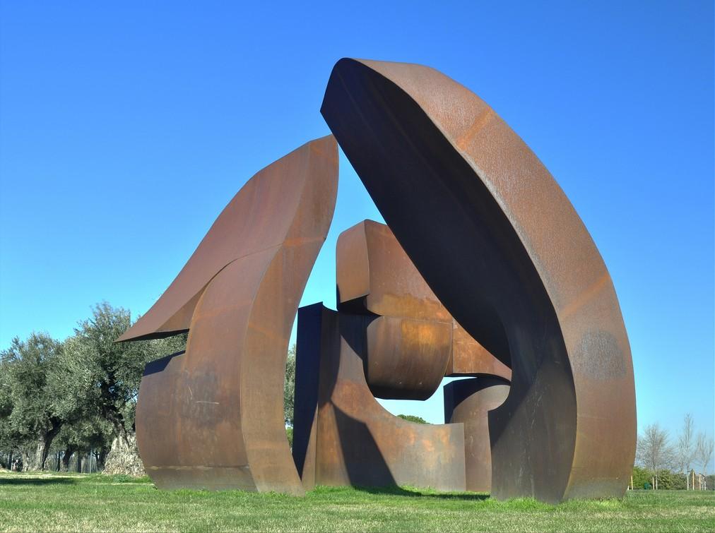 A statue in the Parque de Juan Carlos I | © Rodrigo Gómez Sanz/Wikipedia