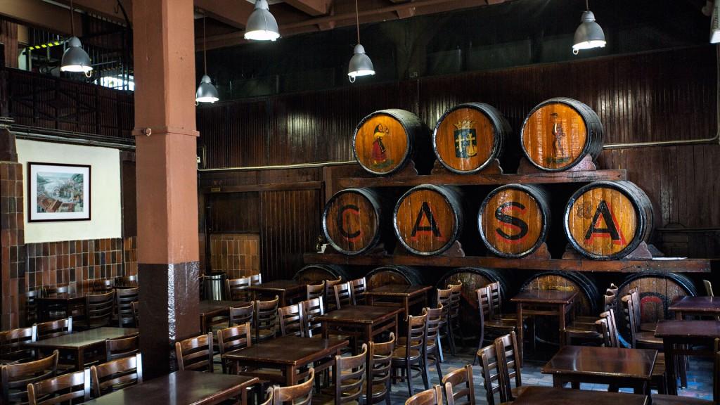 Bottles and barrels   © Casa Mingo