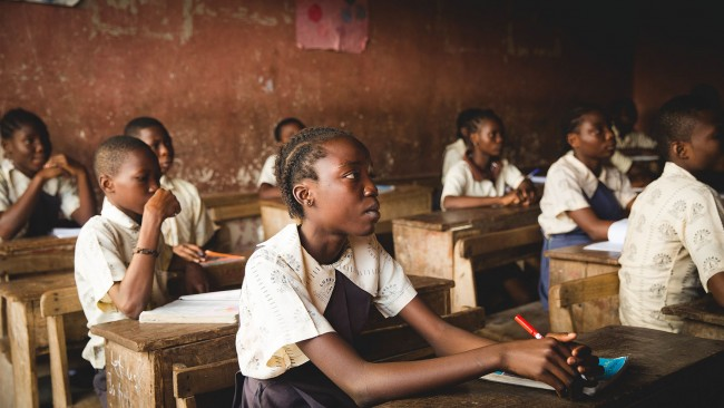 Many schoolgirls in subsaharan African drop out|©Doug Linstedt/Unsplash