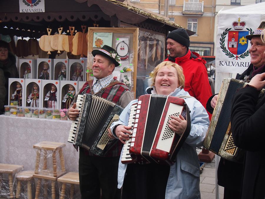 Street performers at the Kaziukas Festival ©Elizabeth Georgian