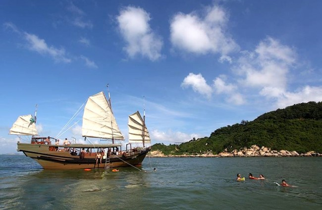 Traditional Chinese Junk | courtesy of Macau Sailing