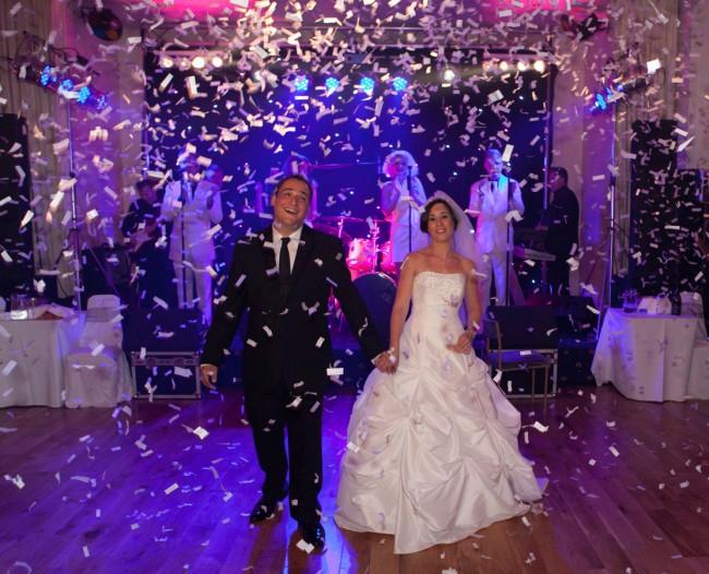 Wedding party | ©Magikkk64 / Wikimedia https://upload.wikimedia.org/wikipedia/commons/5/55/Confetti_canon_at_london_wedding_party.jpg