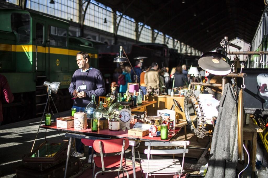 Trains and goods for sale | © Mercado de Motores