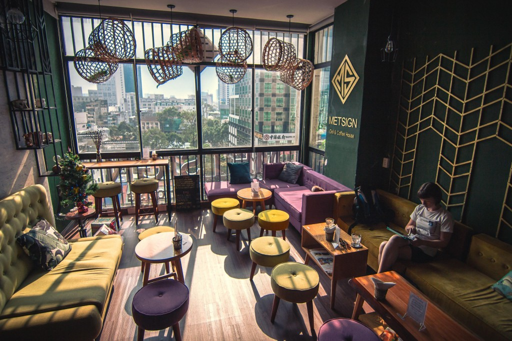 Met Cafe at 42 Nguyen Hue Street © Courtesy of Scott Pocock / @scott.vs.world