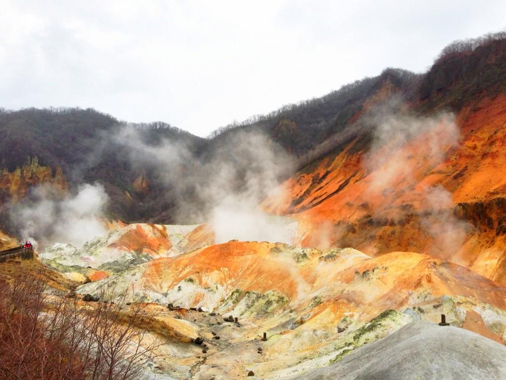 (Noboribetsu Onsen Hell Valley | ©メルビル / Wikimedia Commons