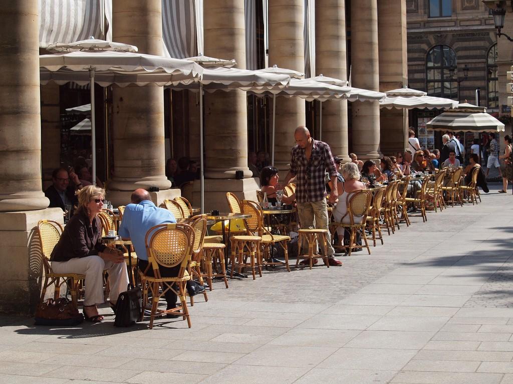 Paris terrace │© zoetnet / Flickr