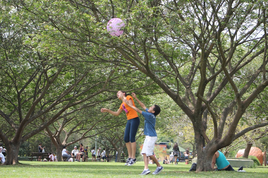 Boys playing at Parque Villa Lobos ©Marcos Nozella/Flickr
