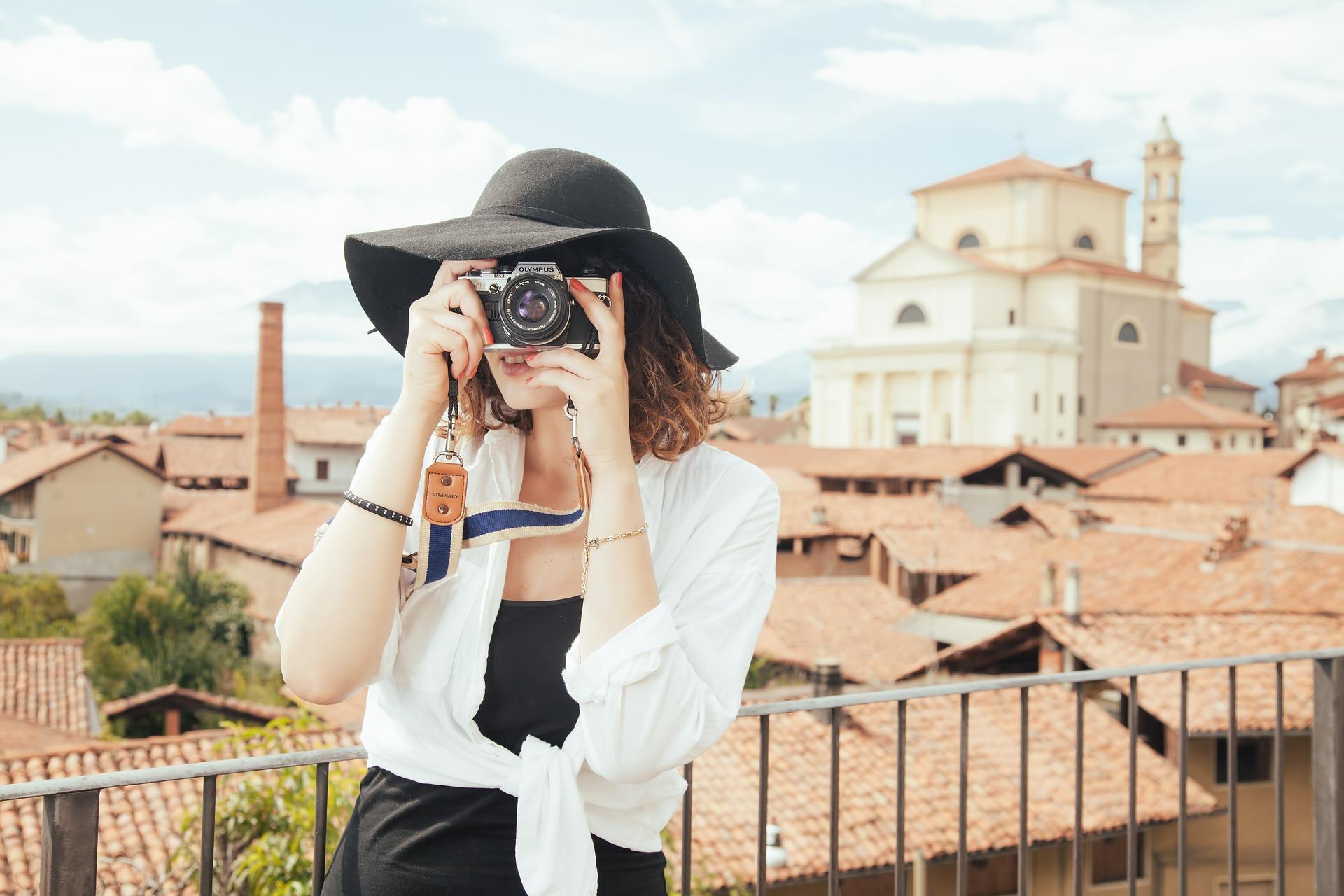 Woman Traveler © Splitshire /Pixabay
