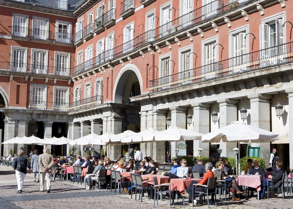 Outdoor terraces line the Plaza Mayor | © Madrid Destino Cultura