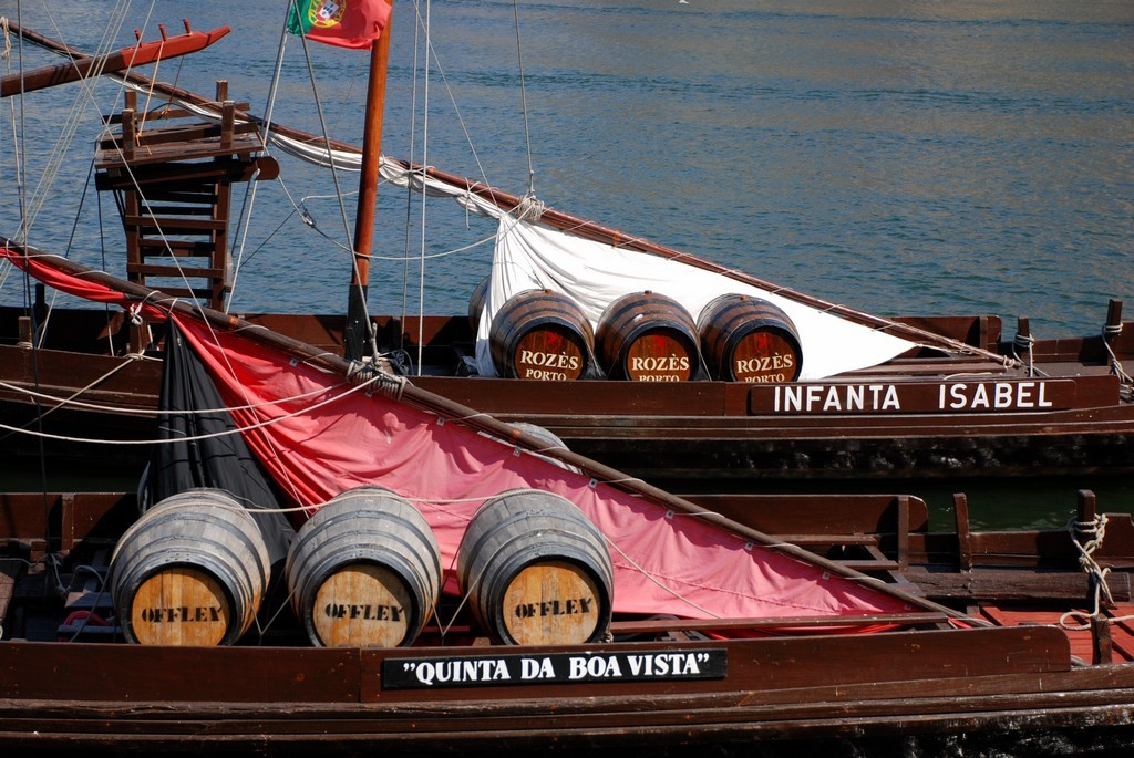 Porto wine barrels © Yellow.Cat / Wikimedia Commons