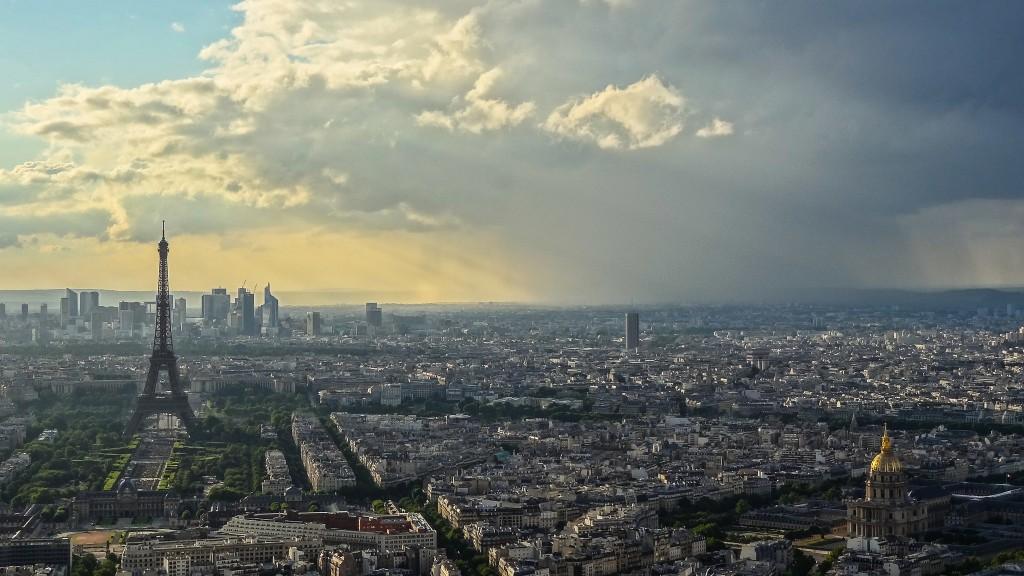 Rain shower on Bastille Day │© Yann Caradec / Flickr