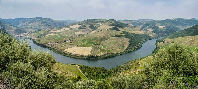 Douro River near Pinhao © Turismo En Portugal / Wikimedia Commons