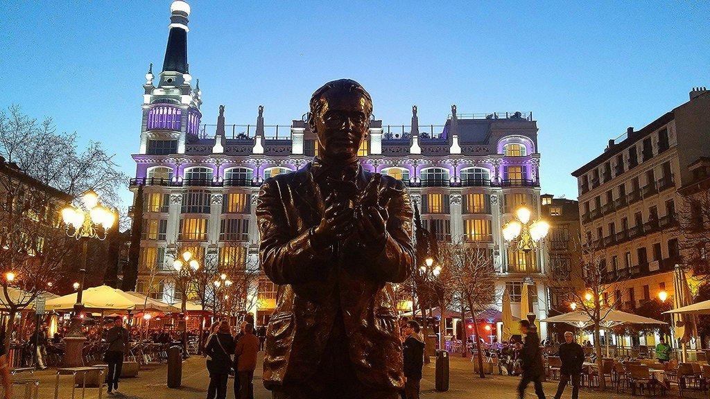 Statue of Federico Garcia Lorca in Plaza Santa Ana, Madrid; Javi, flickr