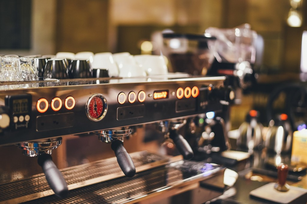 Find the perfect cup of java at Cafe Alley | © Crew/ Unsplash