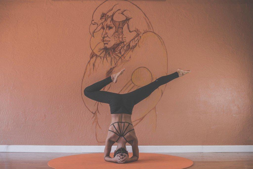 Yoga | © Aral Tasher / unsplash