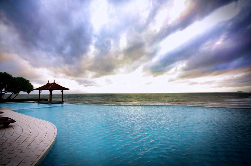 Infinity Pool overlooking the Indian Ocean at Saman Villas | ©Paul White - Flickr