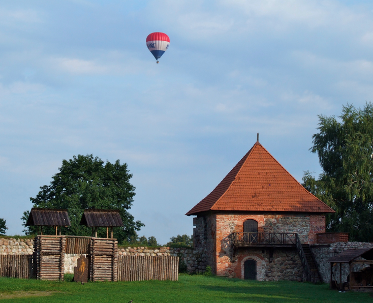 Hot air balloon over Trakai, LT©Pudelek (Marcin Szala)/Wikimedia Commons