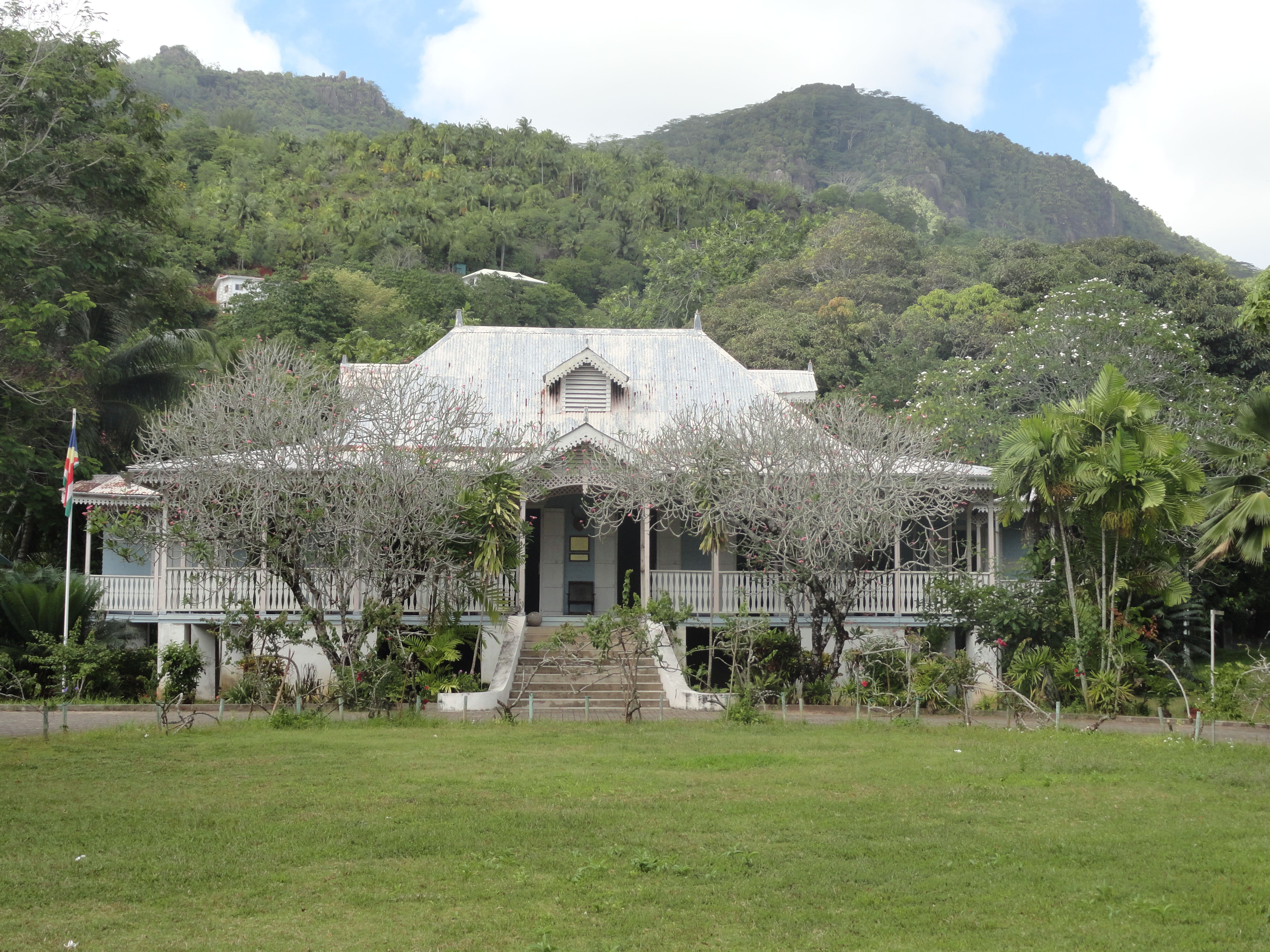 The 'Gran Kaz' Plantation House at the craft village. |©fabio chilli/flickr