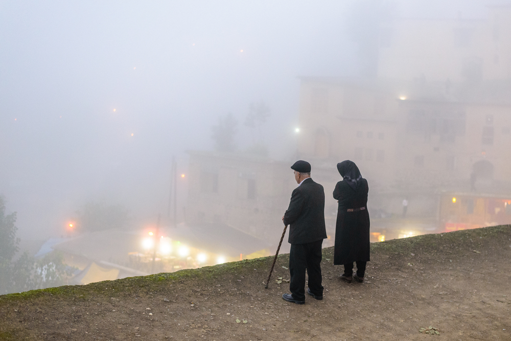 Elderly couple in the mountain village Masouleh © Jakob Fischer / Shutterstock