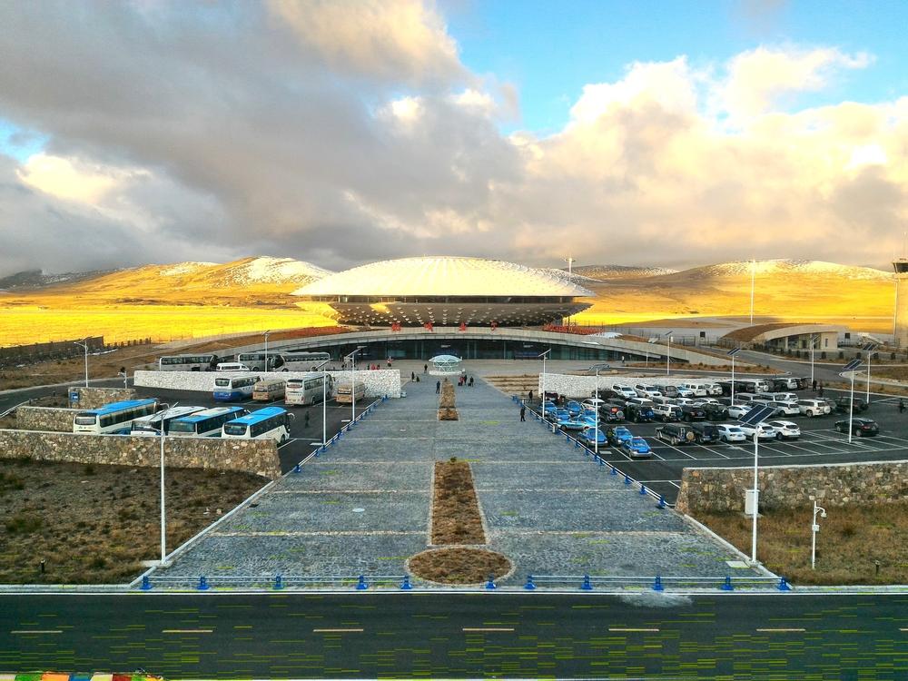 Daocheng Yading Airport, Tibet | ©toiletroom / Shutterstock