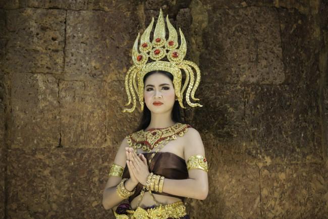 Apsara dancers wear intricate costumes | © Uthai Joomthong/ Shutterstock
