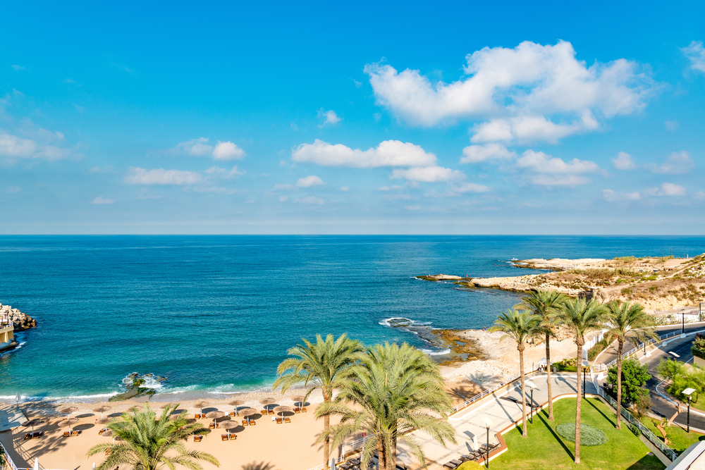 Beirut Coast Landscape at the Resort Hotel in Raouche, Beirut, Lebanon | © JPRichard / Shutterstock