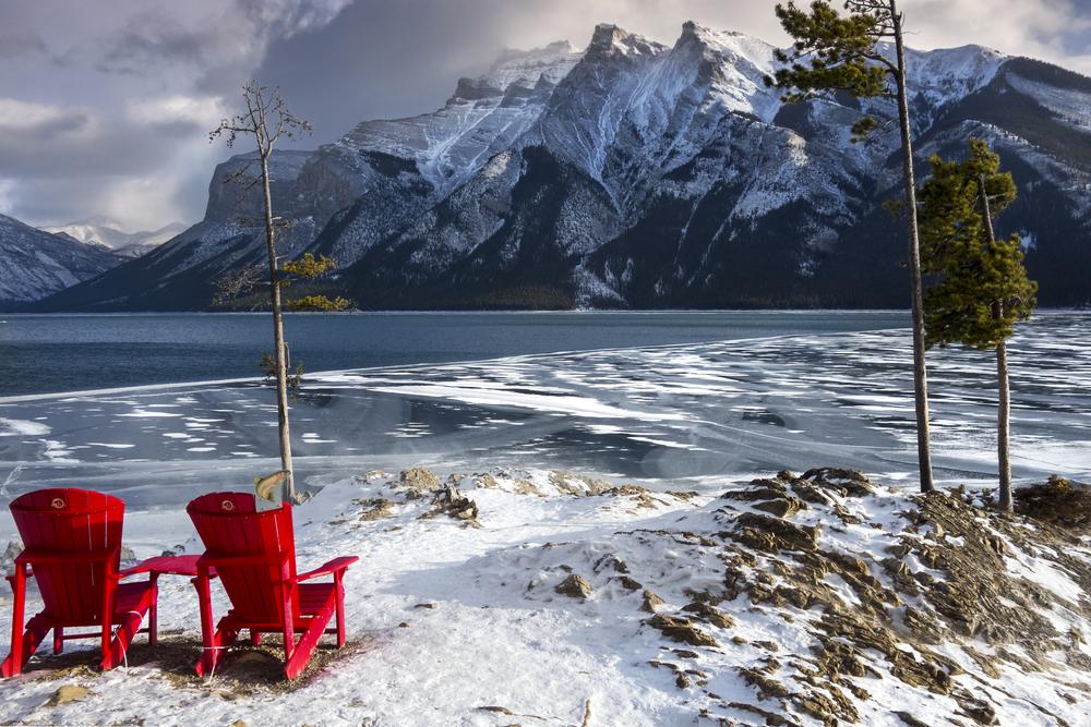 Winter on Lake Minnewanka | © Autumn Sky Photography / Shutterstock