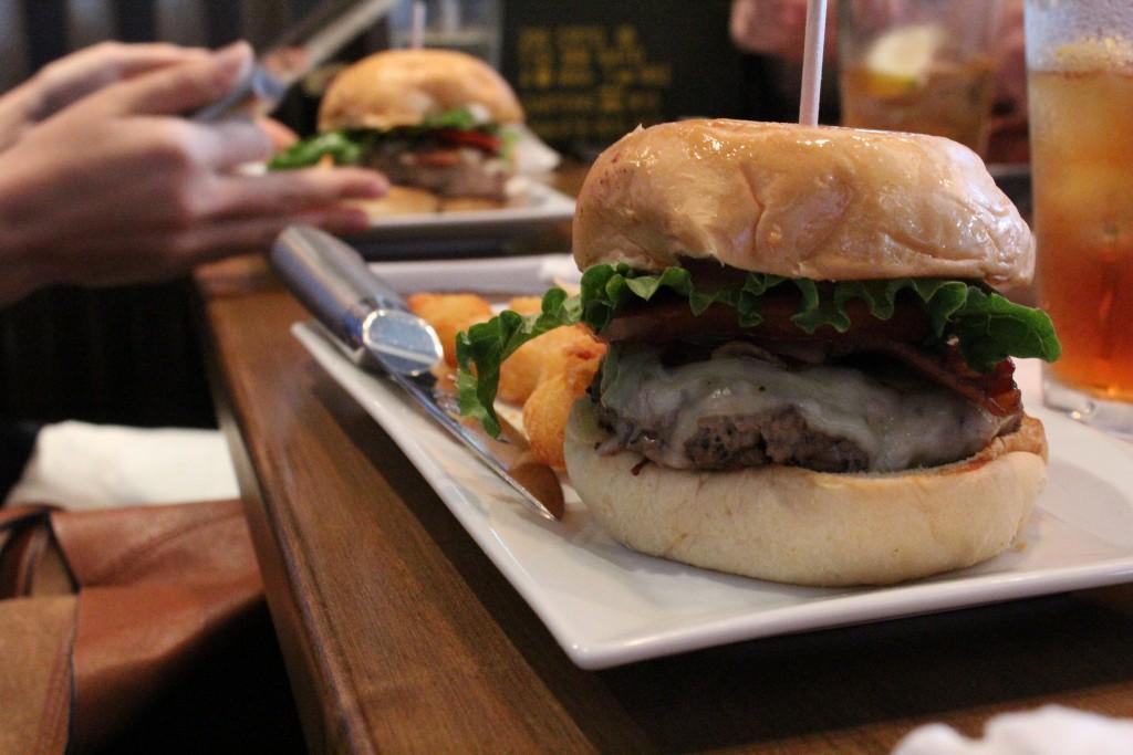four cheese garlic bacon burger / (c) Rachel Chapdelaine / Flickr