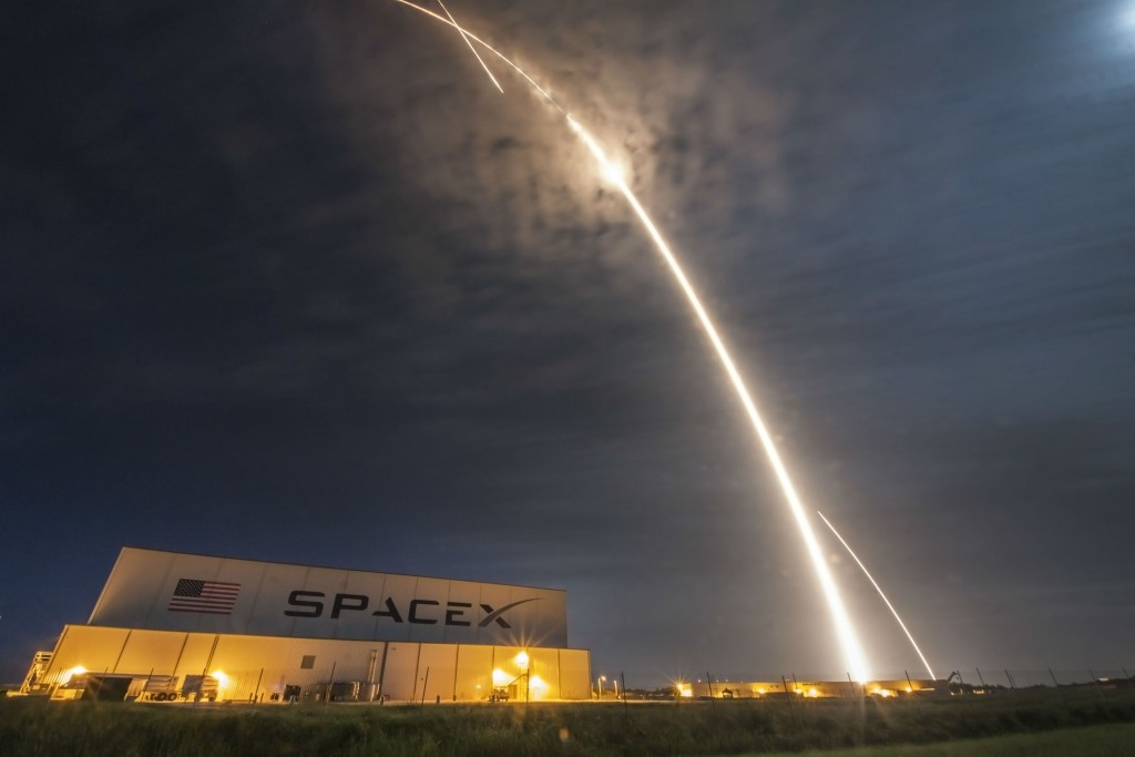 SpaceX aims to have space tourists on the way to the Moon in 2018. | Courtesy SpaceX