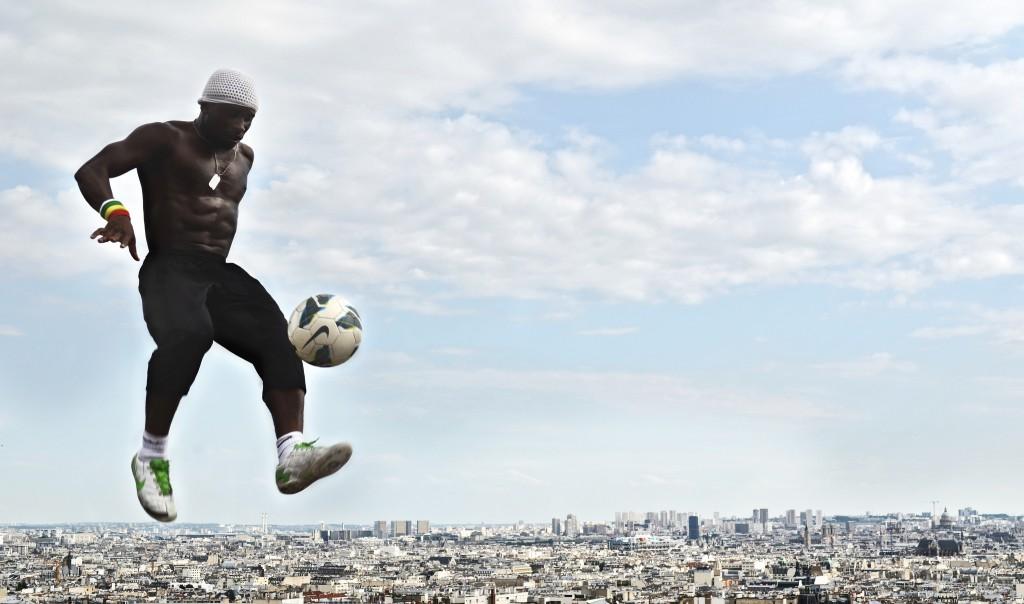 Street footballer at the Sacré-Coeur │© Sam Wolff / Flickr