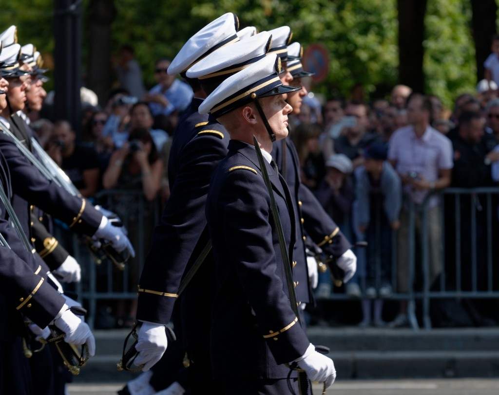 Students of the École navale marching on Bastille Day 2013 │© Marie-Lan Nguyen / Wikimedia Commons