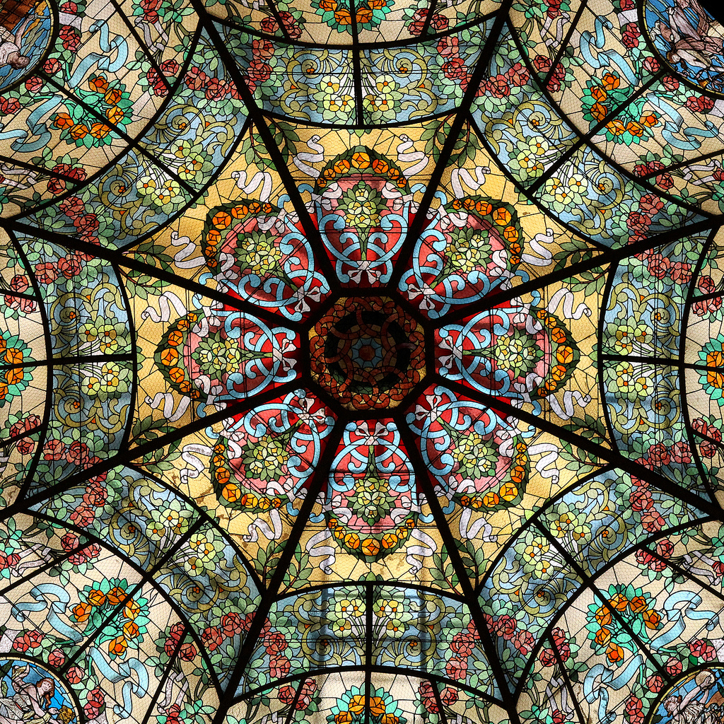 The stained glass skylight in the new theater is a close facsimilie of the original   © Juan Rafael Onetto / Flickr