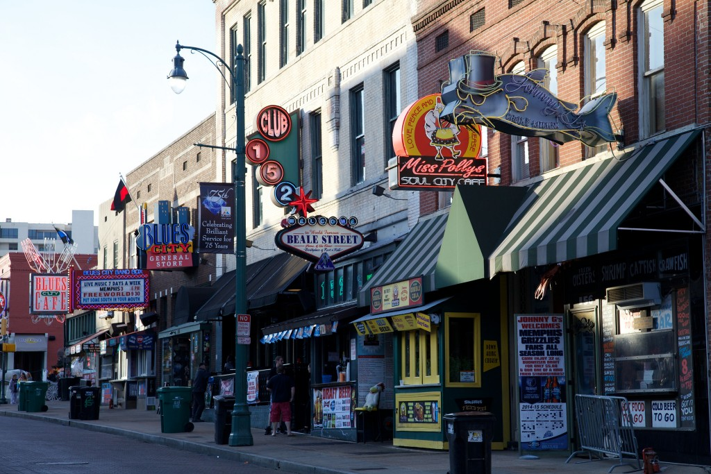 Beale street in Memphis / (c) David Brossard / FLickr
