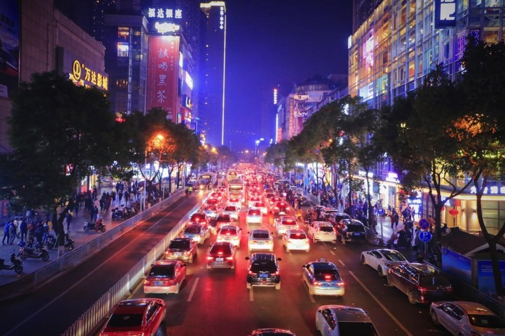 Busy city streets  © 钟小天/摄图网