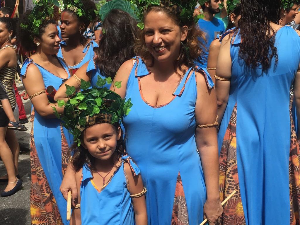 Vitoria Fernandes, 6, and mother Marli Fernandes © Lise Alves