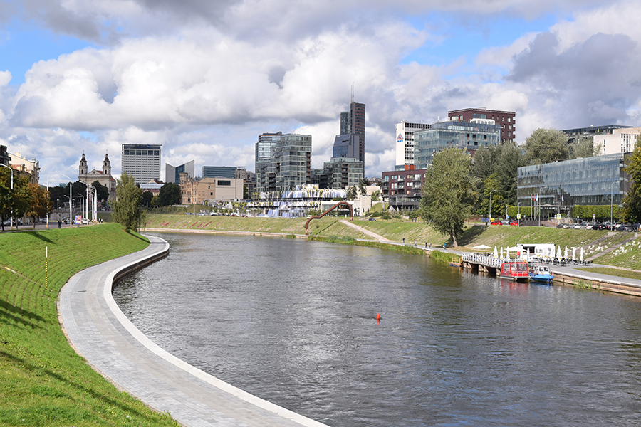 Recently reconstructed running path along the Neris River ©Elizabeth Georgian