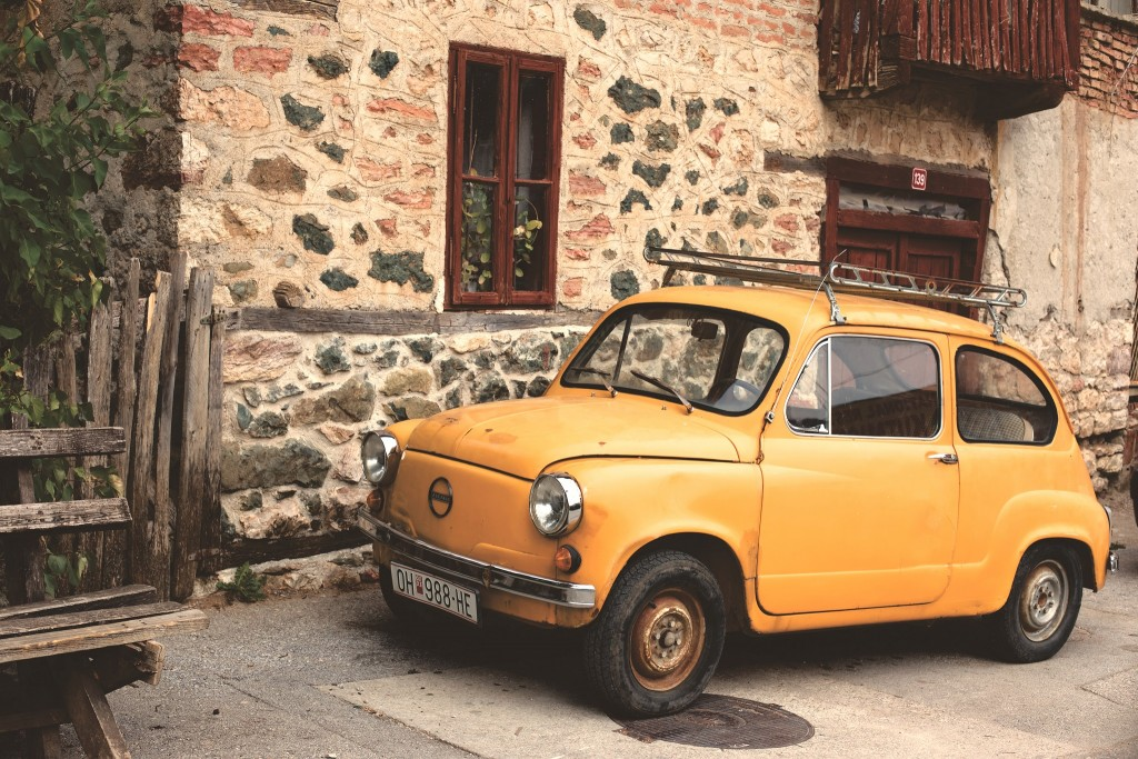 Yellow vintage car │© Matthias Zomer / Pexels