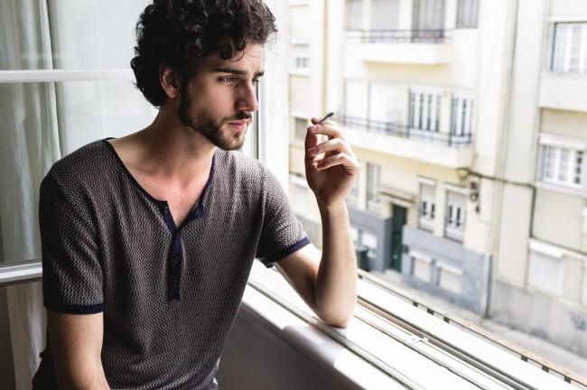 Portrait, Looking out a window in Lisbon | © Roberto Keller-Pérez