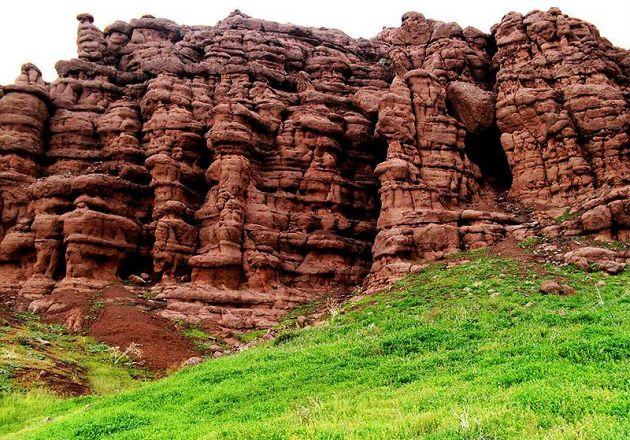 Seven Caves Valley of Neyshabur | © ارک توریسم / Wikimedia Commons
