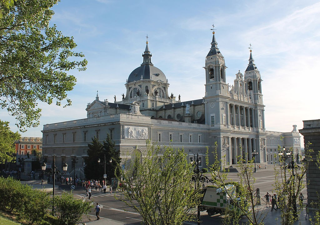 The Almudena Cathedral in Madrid | © Luis Garcia/Wikipedia